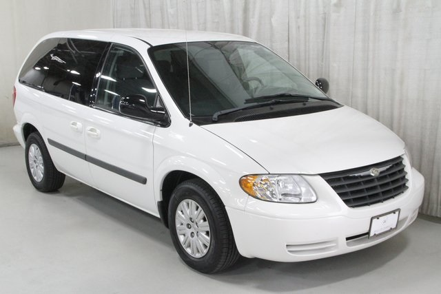Pre-Owned 2006 Chrysler Town & Country